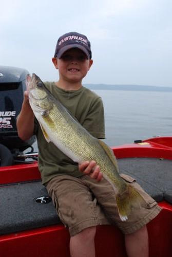 Rutting ridge outfitters fishing photos rutting ridge for Lake pepin fishing report